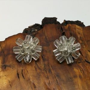Clip-on vintage clear glass cluster retro pin-up